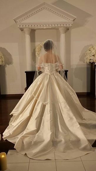 ライラックローズ ブライダルエステ施術後の結婚式画像 綺麗なドレスと花嫁様 痩身やにきび対策、ダイエットから新郎様のメンズエステやヒゲ脱毛など低価格で確実に結果を出していきます