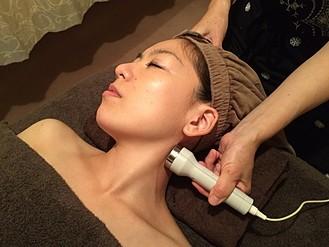 ライラックローズ フェイシャルエステ 超音波施術画像3 たるみやくすみ解消 張りつやが戻って美白な美肌へ